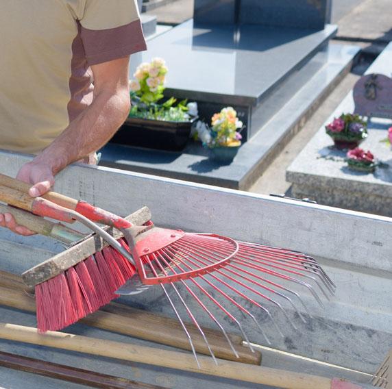 Comment nettoyer une pierre tombale à Châteauneuf-sur-Loire