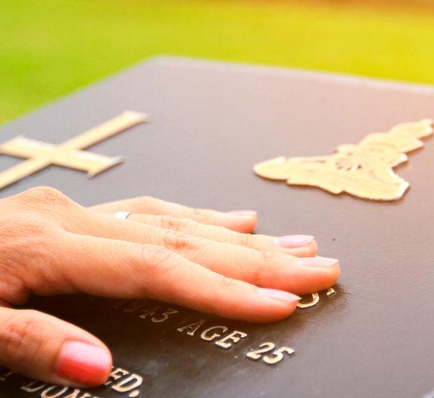 grand choix de marbrerie et d'articles funéraires près de Vitry-aux-Loges